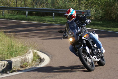 Wide handlebars and relatively light weight lets the Granpasso lean into turns almost as well as a big sportbike.
