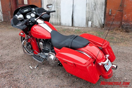 Live out your fireman fantasies on this Scarlet Red/Vivid Black Road Glide Custom, a $480 option over the base Vivid Black paintwork.