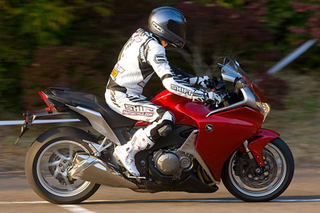The VFR1200F has reasonably comfortable ergonomics, with a slight forward lean and moderately rear-set footpegs.