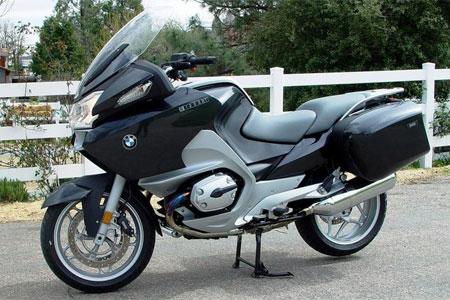 BMW understands the touring/sport-touring market better than any other manufacturer, and the supremely balanced R1200RT is perhaps its best example of the qualities that go into creating a comfortable and capable long-distance touring motorcycle.