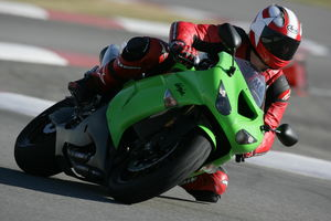 This new ZX-10R is a model of stability