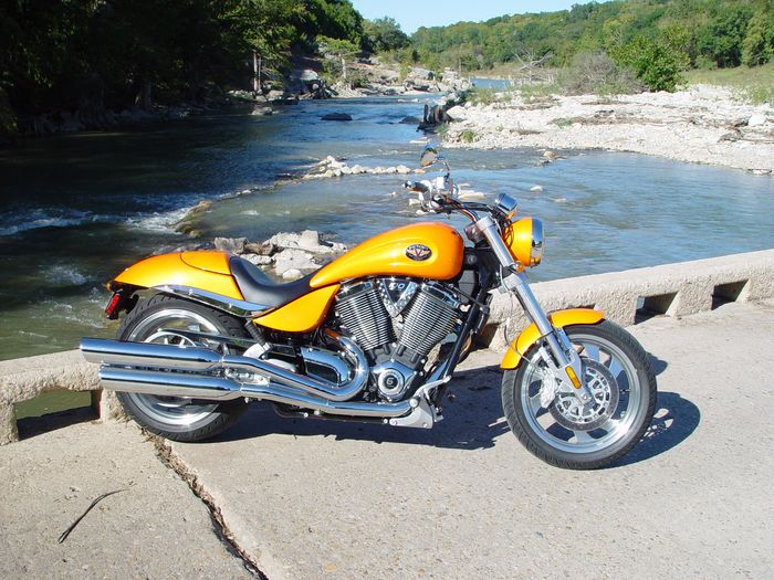 2005 Victory Hammer & 8-Ball Intro - Motorcycle.com