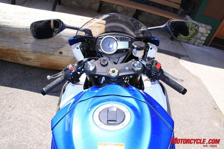 GSX-R1000�s robust and easily read instrument panel.