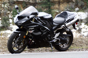The ZX-10R looks better in black than Halle Berry in Catwoman.