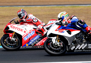 Noriyuki Haga spots Troy Corser coming up alongside him on a BMW S1000RR.