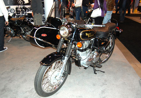A Royal Enfield Bullet G5 Classic with sidecar.