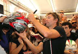 Retired 2008 WSBK Champion Troy Bayliss made an appearance at Monza before heading to Mugello to test the Desmosedici GP9 for Ducati's MotoGP project.