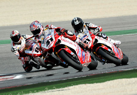 Troy Bayliss (right) did not look out of place testing with Noriyuki Haga (center) and Michel Fabrizio.