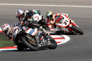 Ruben Xaus (front) leads an all-Ducati train ahead of Troy Bayliss (21) and Max Biaggi (3).