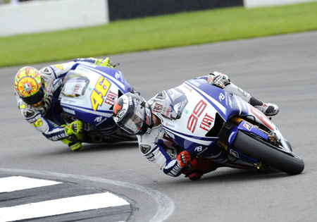 Jorge Lorenzo will have one more year to try and outrace Valentino Rossi on Fiat Yamaha.