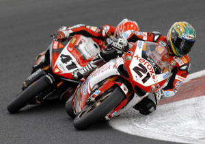 Troy Bayliss (right) and Noriyuki Haga battled for the lead throughout race two.