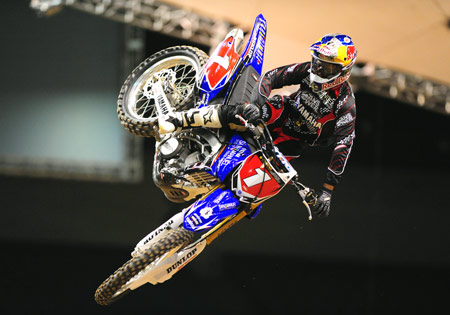 The long layoff hasn't hurt James Stewart who won both halves of the 2010 U.S. Open of Supercross.