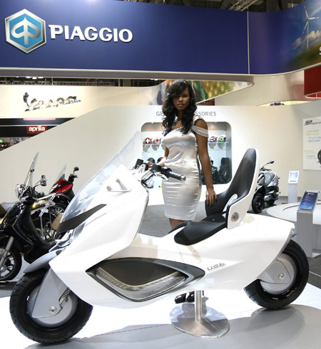 The ergonomics of the Piaggio USB hybrid provide a feet-forward riding position.