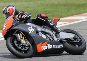 Shinya Nakano was less than a second off the pace on the Aprilia RSV4.